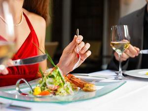12 astuces pour vous faire dépenser plus au restaurant