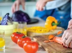 Cuisiner et faire l'épicerie: 10 conseils pour économiser