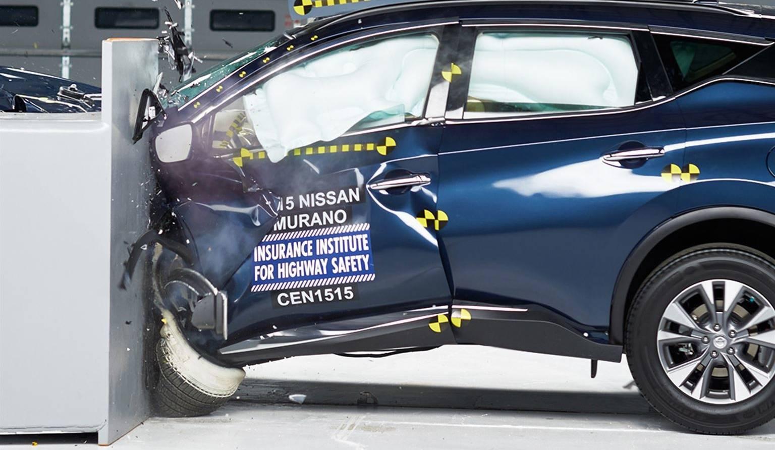 Le test de collision frontale partielle fait la vie dure aux VUS et fourgonnettes