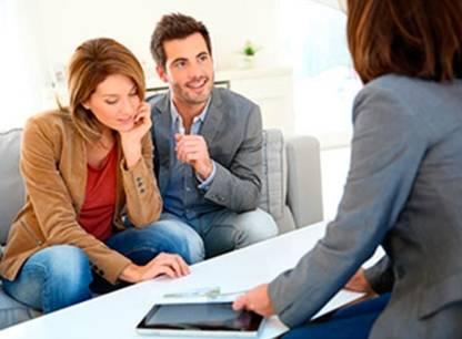 Acheter une maison avec l'aide d'un courtier: à quoi s'attendre?