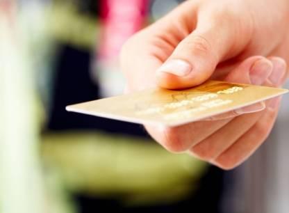 Frais de conversion de devises: les banques devront payer