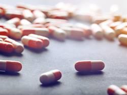 pilules-rouges-blanc