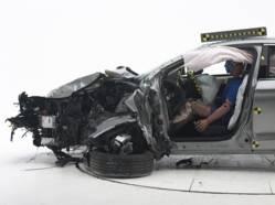 Collisions frontales: les passagers plus vulnérables que les conducteurs?