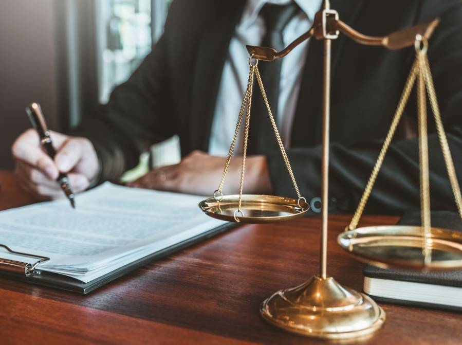 avocat-balance-equite-2048x1528