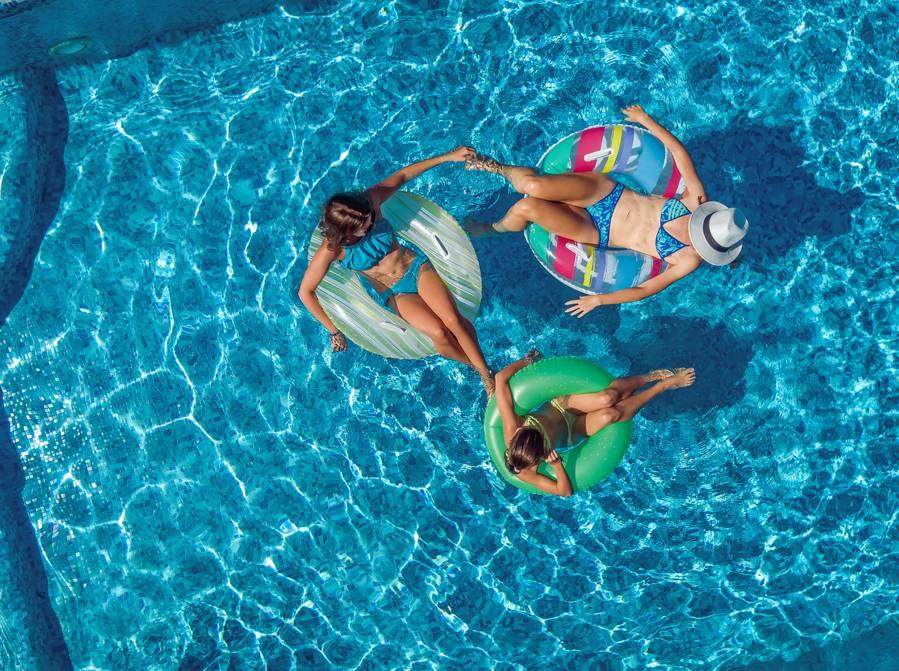 am nager sa piscine de fa on s curitaire prot gez. Black Bedroom Furniture Sets. Home Design Ideas