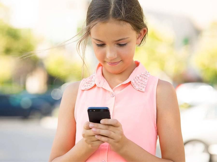 Téléphone cellulaire porno envoyé aux enfants
