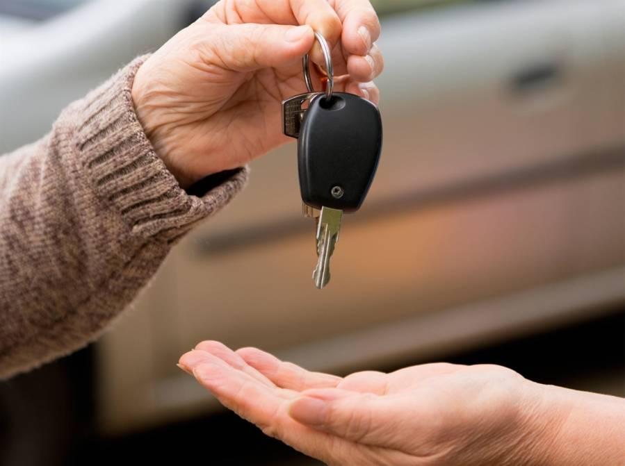 Vente d'auto entre particuliers: un contrat type pour y voir clair