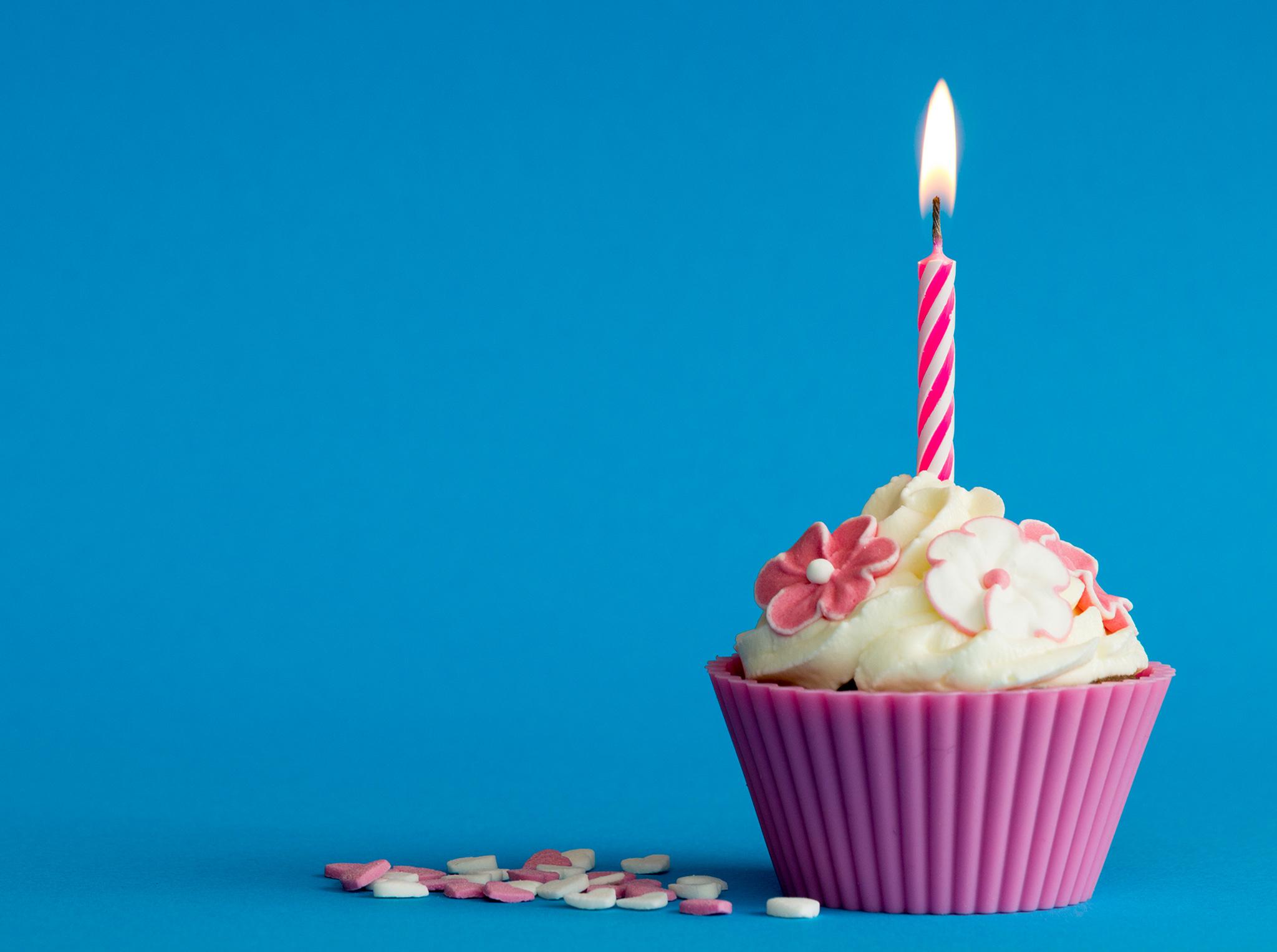c est votre anniversaire et c est gratuit prot gez. Black Bedroom Furniture Sets. Home Design Ideas