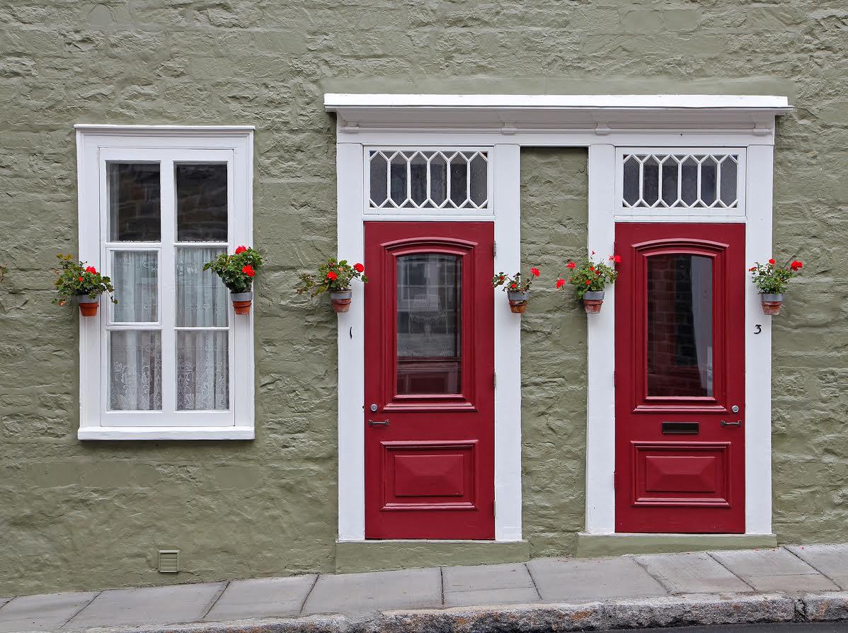 Comment Rénover Une Porte En Bois comment choisir la porte d'entrée d'une maison | protégez